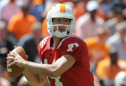 UK narrows down QB race, Tennessee to name starter early next week