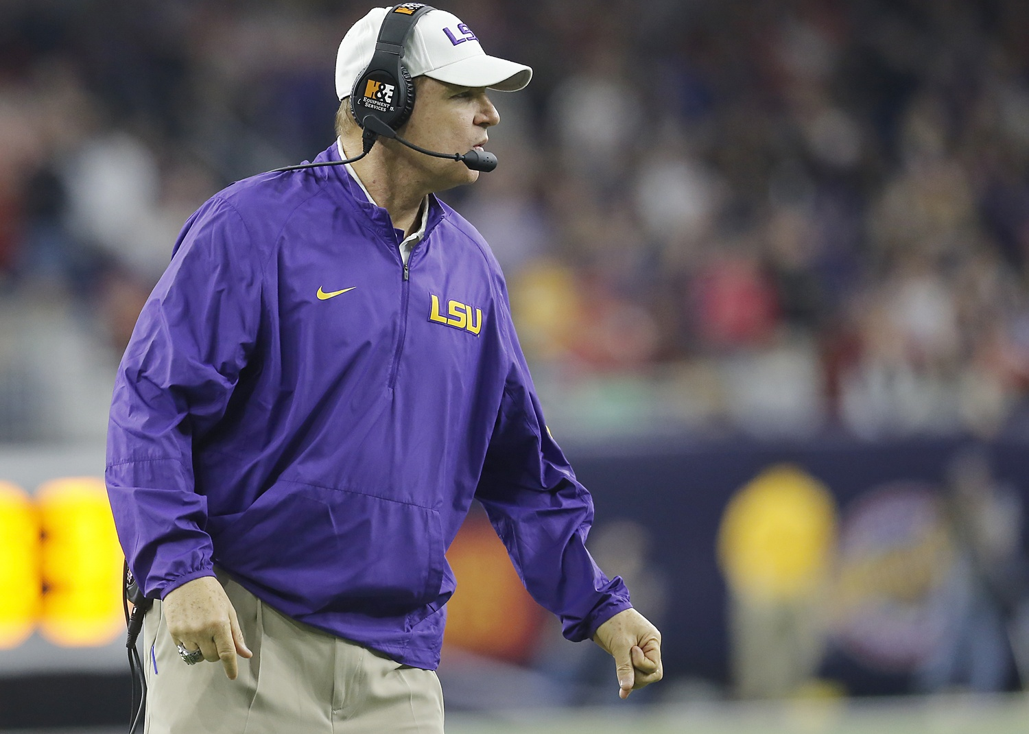what would put les miles back on the hot seat. Black Bedroom Furniture Sets. Home Design Ideas