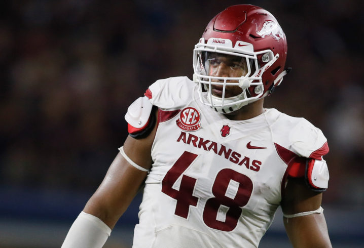 83357ece25f New England Patriots officially sign former Arkansas DE Deatrich Wise