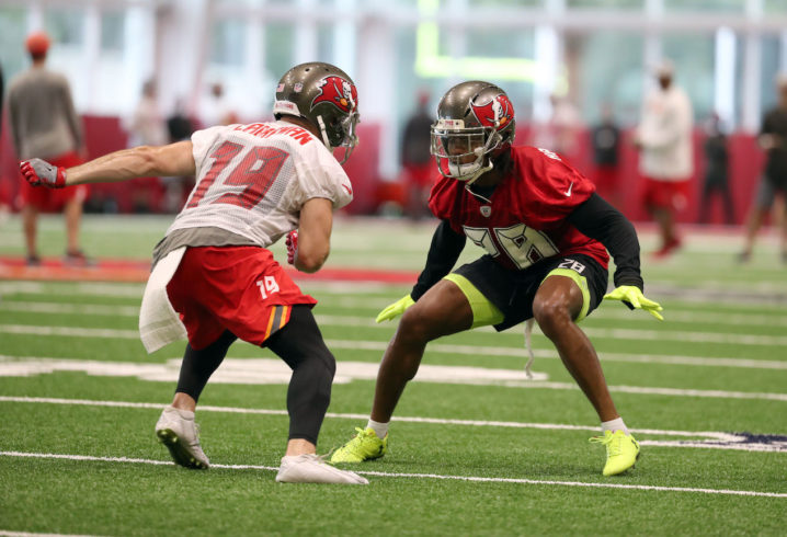 Report  Buccaneers lose former Florida DB Vernon Hargreaves for the season a0c0bb476b6