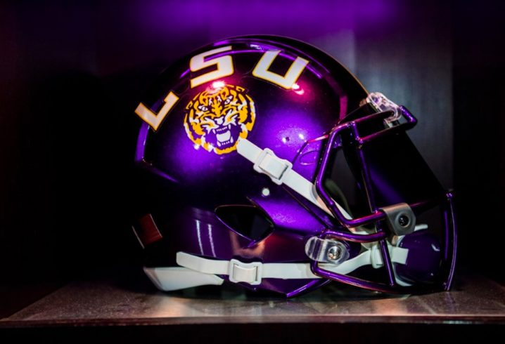 LSU fans react to Tigers  awesome new color-changing helmet ... 4ba6aaaea