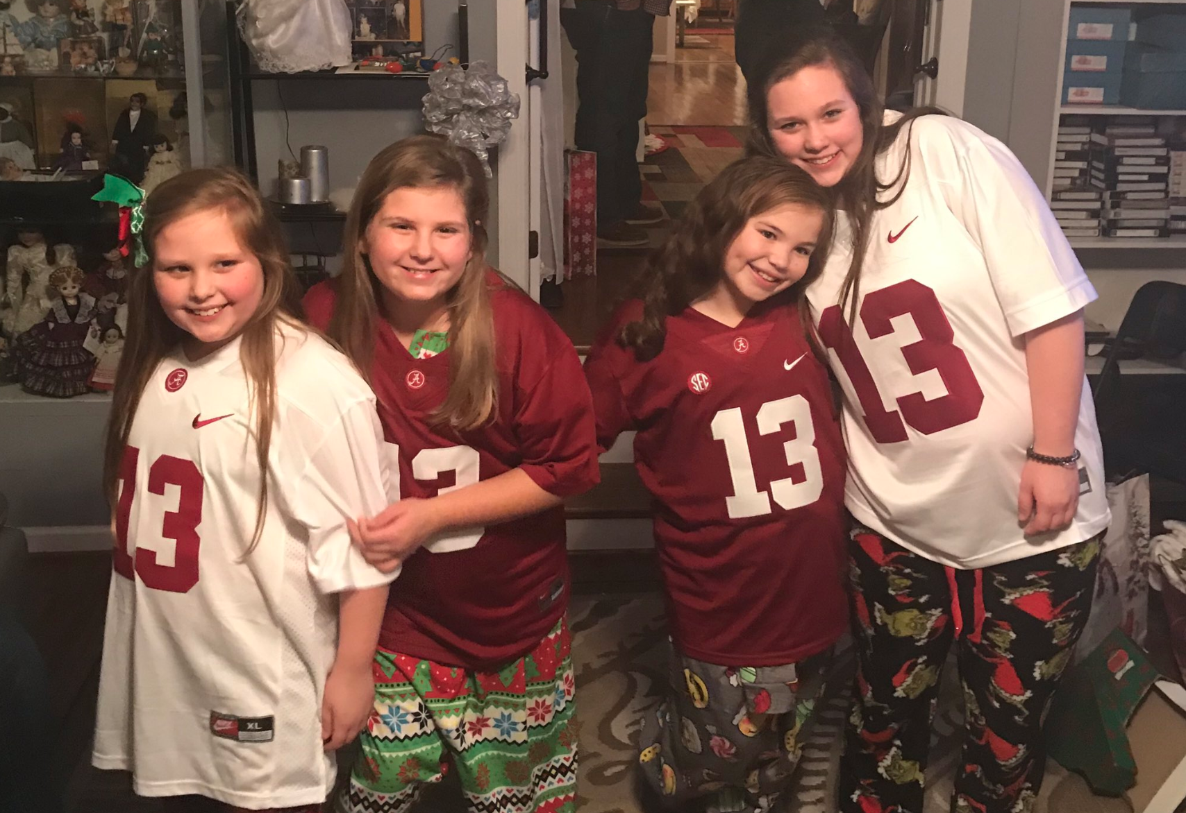 best sneakers dfab1 c9033 Tua Tagovailoa reacts to video of young Alabama fans that ...