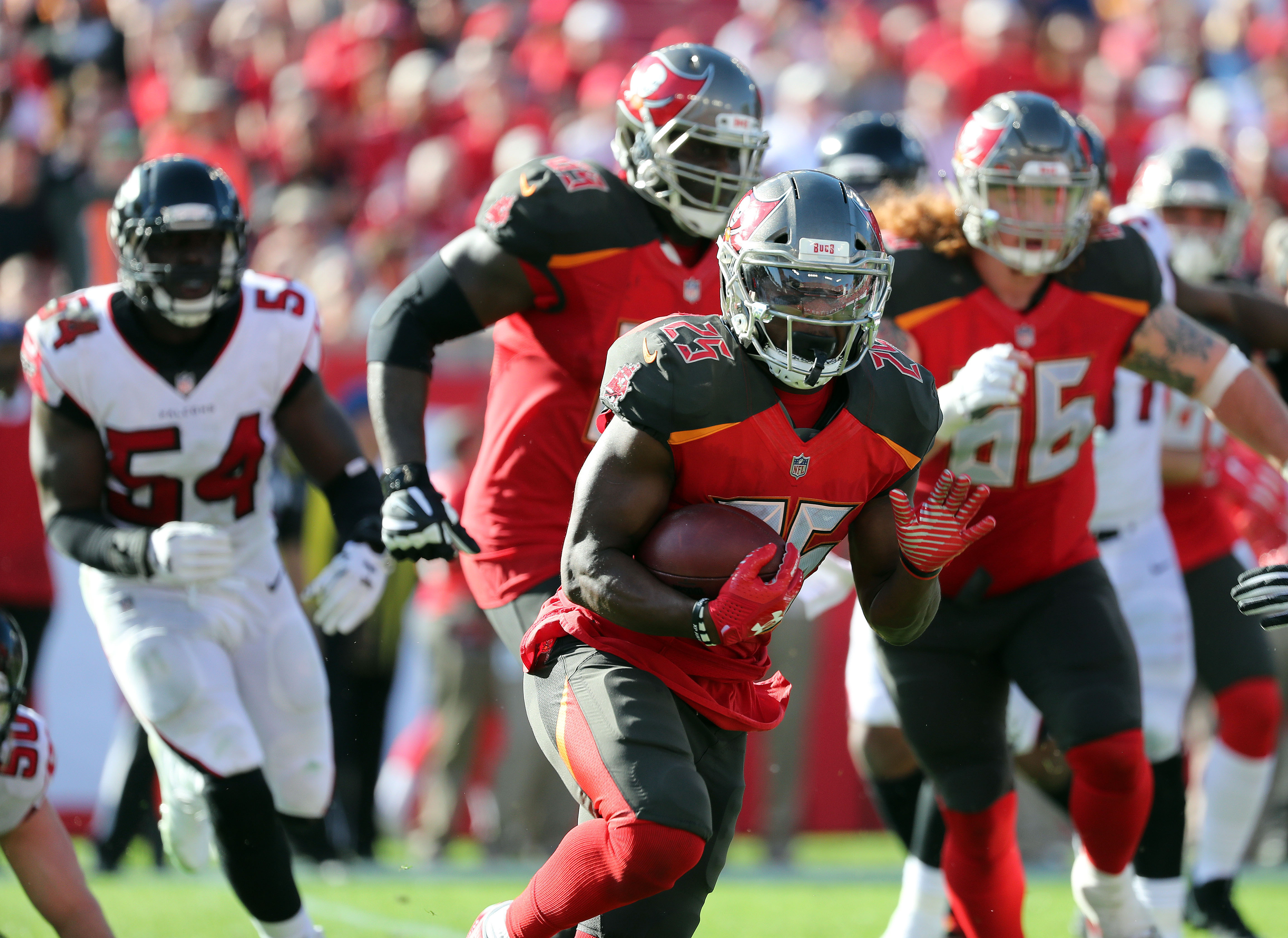 Buccaneers leading rusher Peyton Barber announces return to Tampa Bay 54852a284