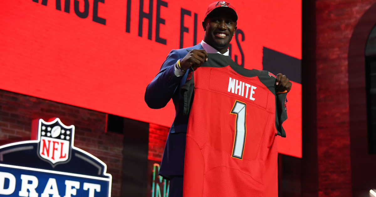Former LSU LB Devin White signs NFL rookie contract ...