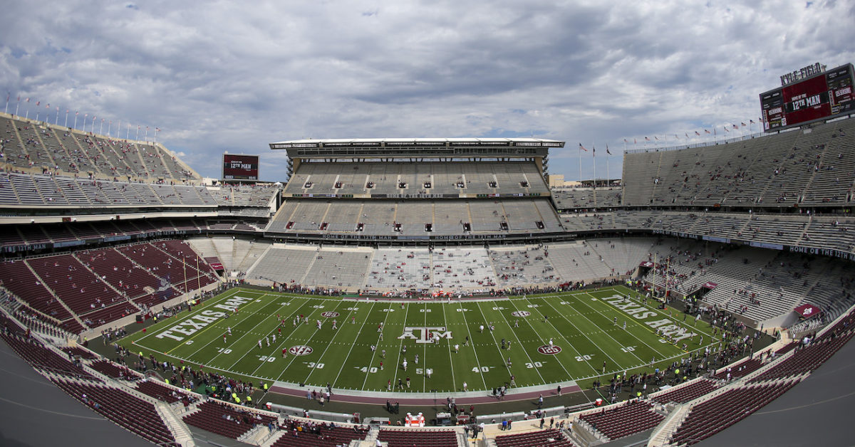 Texas A M Fans Being Called Out For Packing Kyle Field Not Appearing To Follow Sec Guidelines